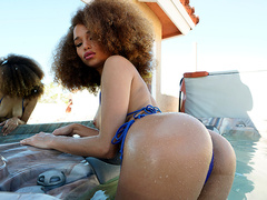 Spying On Hottie Cecilia Lion Pays Off - Bangbros 4k